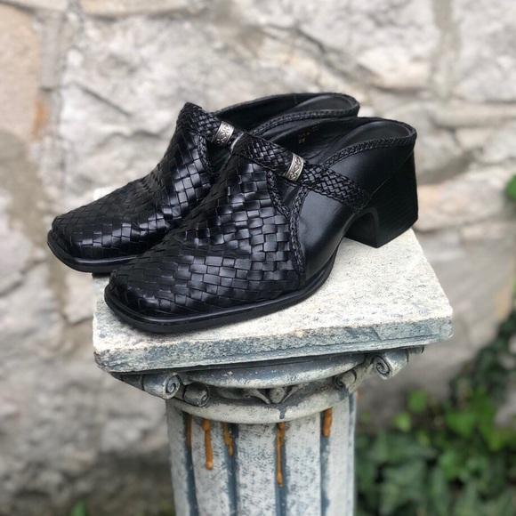 Vintage Artiva black leather mules